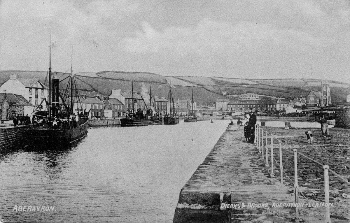 2-Aberaeron-harbour-1909.jpg