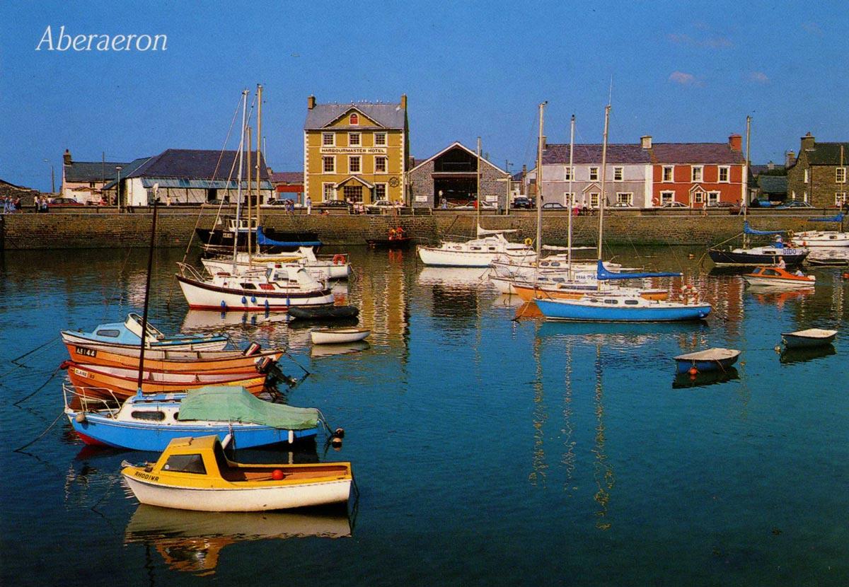 2-Aberaeron-harbour-1980s.jpg