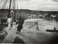 2-Men-working-on-quayside-pre-1914.jpg