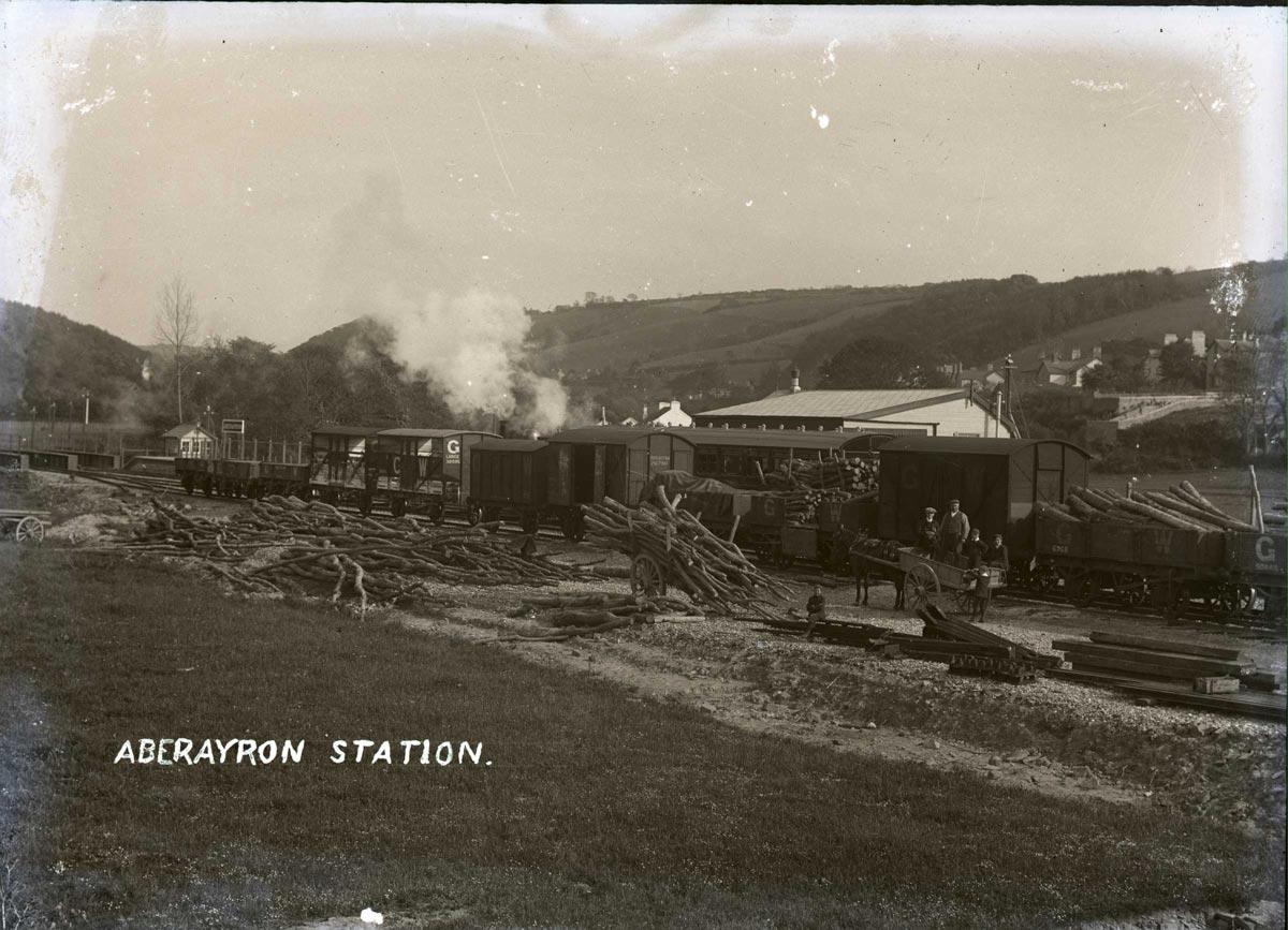 1-Aberaeron-train-station-1911.jpg