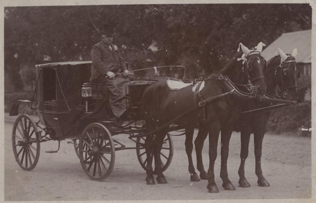 1-Transport-Owen-y-Fan-with-coach-and-horses.jpg