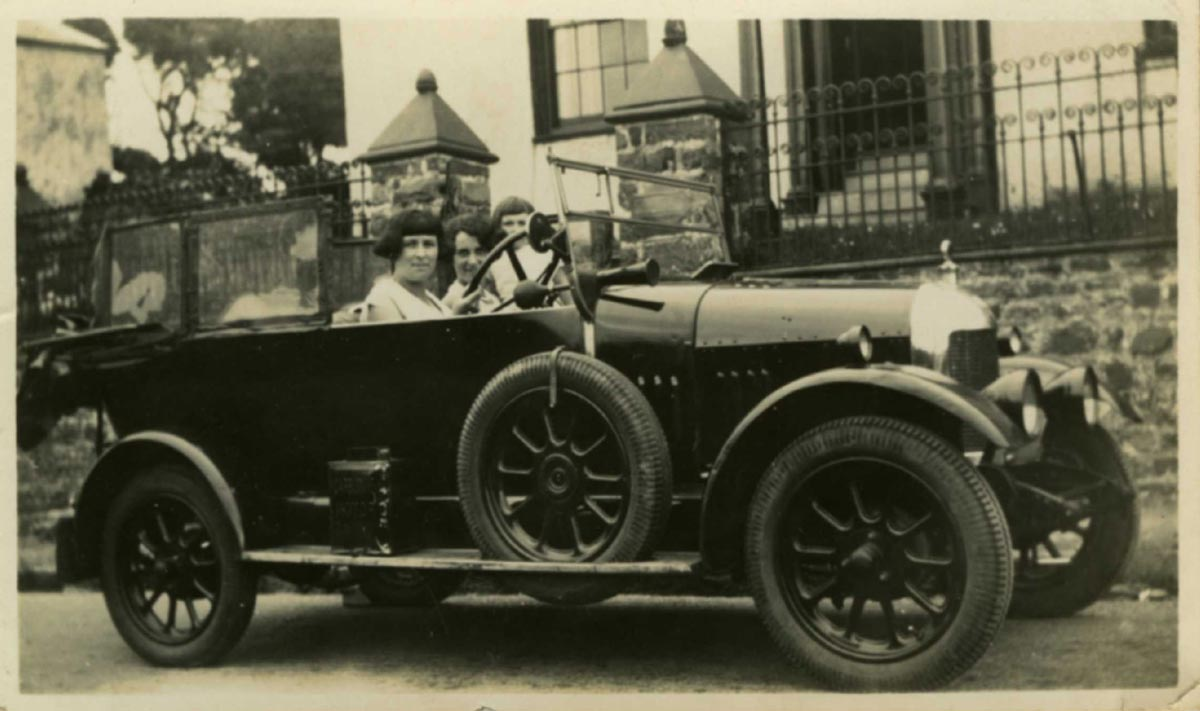 1-two-young-women-in-car-1920s.jpg