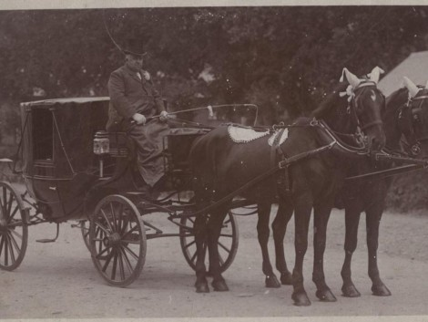 1-Transport-Owen-y-Fan-with-coach-and-horses