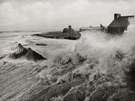 2-Fierce-storm-hits-harbour,-pre-1914
