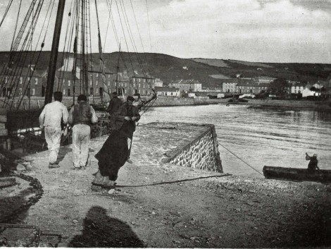 2-Men-working-on-quayside,-pre-1914